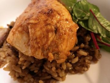 Pollo marinado en tamarindo y chiles con arroz pilaf
